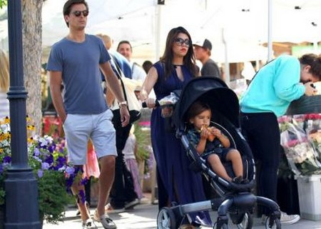Kourtney Kardashian Still Pregnant And Still With Scott Disick (Photo)