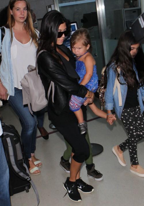 Kourtney Kardashian Pregnant and Miserable With Cheating Drunk Scott Disick: Regrets Third Pregnancy (PHOTOS)