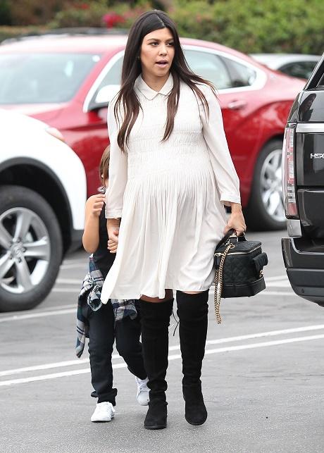 Kourtney Kardashian Slams Midwives, Home Births, And Praises Medical Establishments - They're Smarter And Safer!