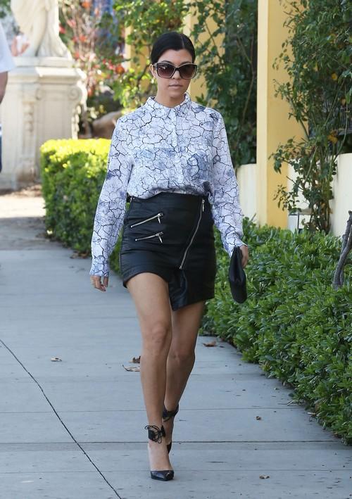 Kourtney Kardashian Getting Fat - Begs Khloe for Help to Get Back Into Shape After Months of Slacking