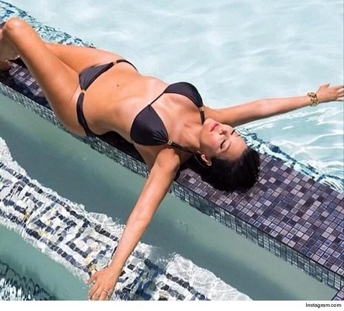 Kris Jenner and Kim Kardashian Photoshop Bikini, Butt and Breasts Selfies To Keep Them Relevant (PHOTOS)