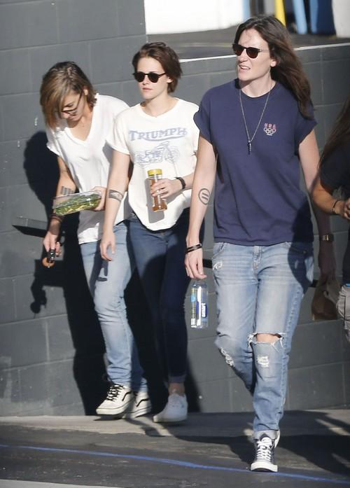 Kristen Stewart Dating Alicia Cargile - Response To Robert Pattinson and FKA Twigs Hook-Up? (PHOTOS)