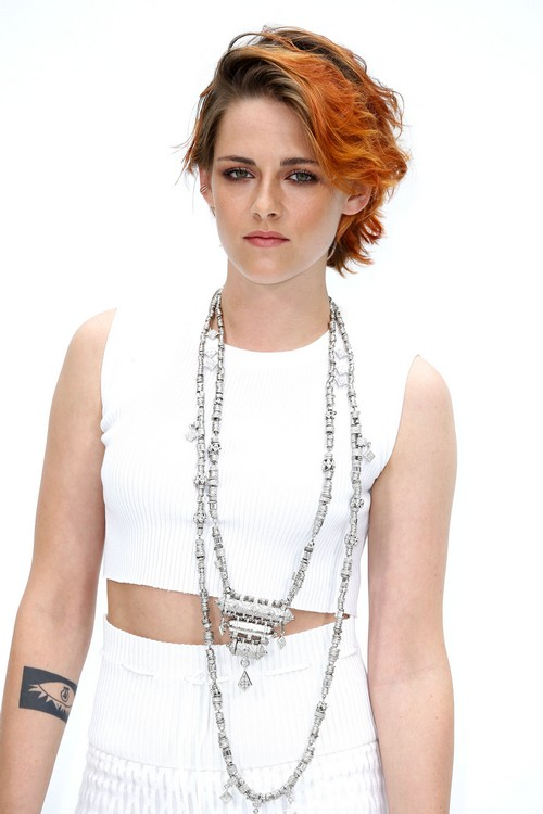 Kristen Stewart New Haircut Pics - Pimps Chanel and Karl Lagerfeld at Paris Fashion Week (PHOTOS)