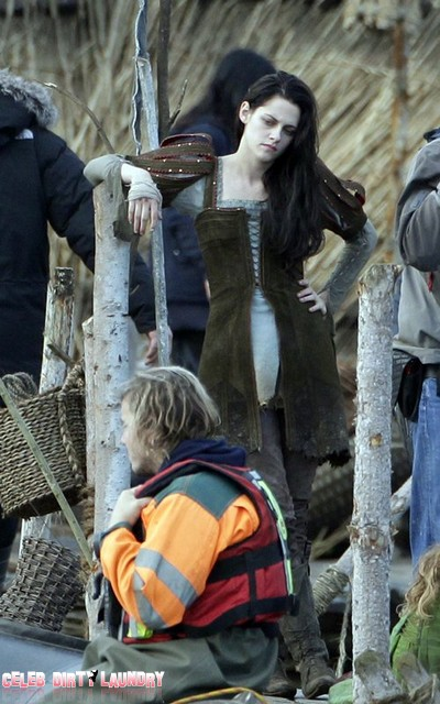 Kristen Stewart Back On Snow White and the Huntsman Set – New Pictures!