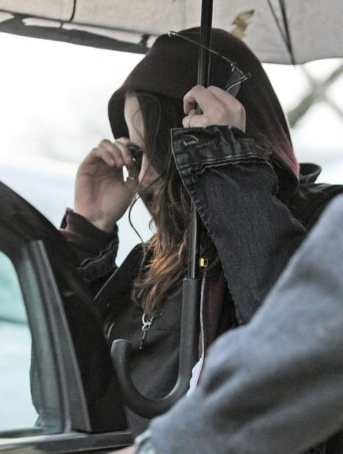 Kristen Stewart Throwing Diva Behavior On Set Of Latest Movie Due To Horrible Green Juice Diet - Report