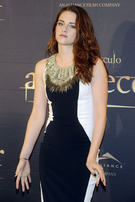 "Breaking News: Kristen Stewart ""Still Feels Guilty"" For Cheating On Robert Pattinson"