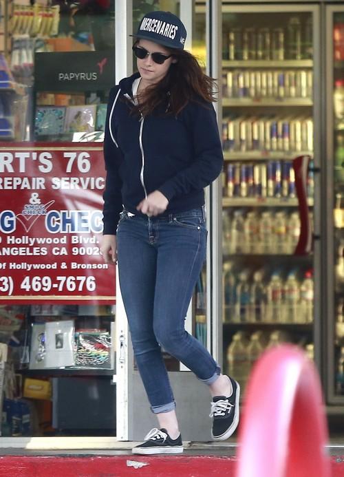 Robert Pattinson Hanging Out With Dakota Fanning In NYC - Kristen Stewart Jealous?