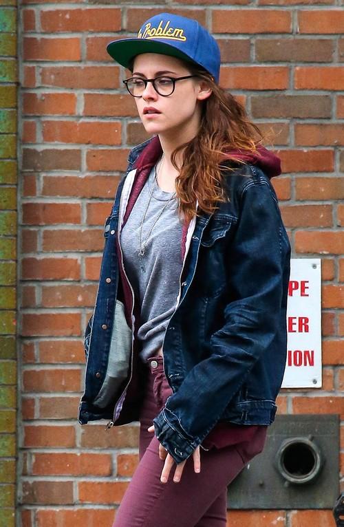 Kristen Stewart Pregnant or Not: Robert Pattinson Loves Her Despite 15 Pound Weight Gain (PHOTOS)