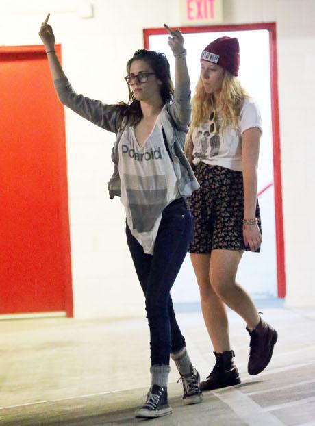 Kristen Stewart Holding onto False Hopes: Believes Robert Pattinson will Come Running Back!