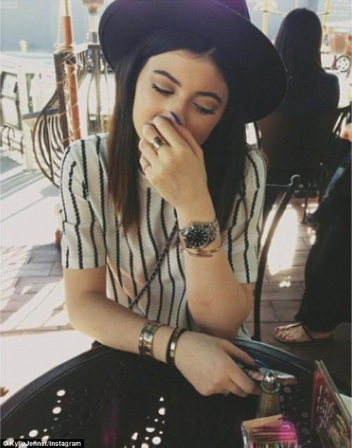 Kylie Jenner Depressed Over Momager Kris Jenner Banging Ben Flajnik: Ashamed of Kardashian Family (PHOTOS)