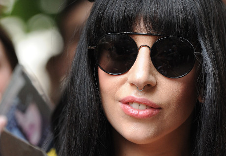 Lady Gaga Artpop Music Falling Flat With Critics: Do Her Little Monsters Share Same Feelings?