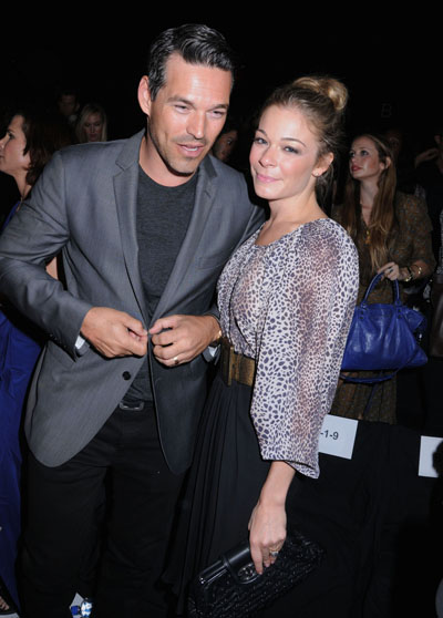 """LeAnn Rimes Is Giving Husband Eddie Cibrian A """"Ripped Up Prenup"""" And A Porsche For Christmas"""