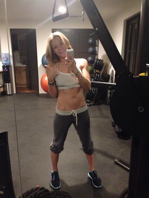 LeAnn Rimes Fake Gym Selfie: Laxatives or Photo-Shopped? (PHOTOS)