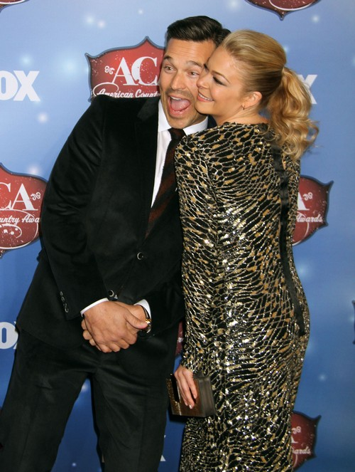 LeAnn Rimes Breaks Down in Tears: Cries For Her Ruined Life at The American Country Awards