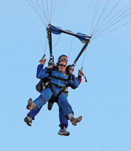 LeAnn Rimes Still Copying Brandi Glanville And Failing Miserably: Watch LeAnn Parachute (PHOTOS)