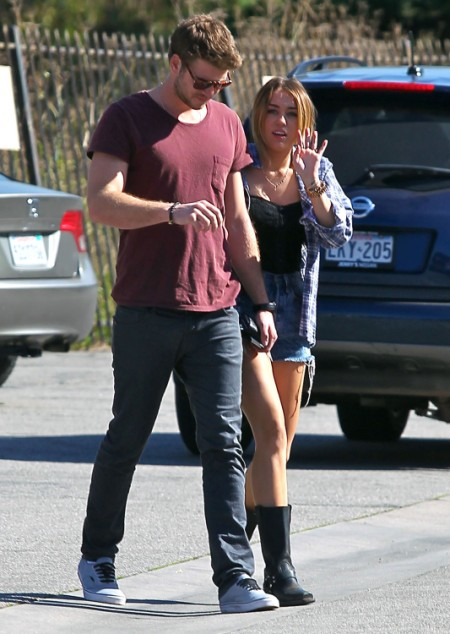 Liam Hemsworth To Call Off Wedding Unless Miley Cyrus Starts Eating 0628