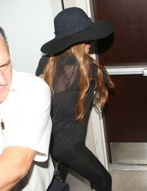 Lindsay Lohan Flees Los Angeles - Looks Like She Set Up The Jewelry Heist