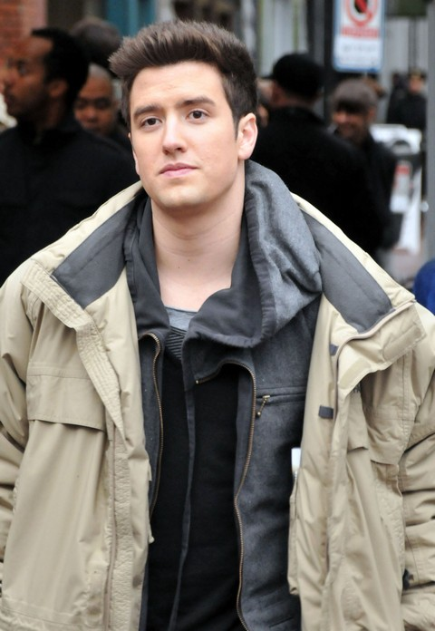 Taylor Swift Asks Logan Henderson Out On Facebook?