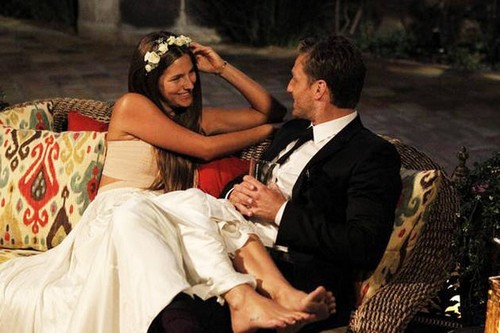 "Lucy Aragon Slams Bachelor 18 Juan Pablo In Hilarious Song Titled ""Ess Okay"" - Complete Lyrics (VIDEO)"