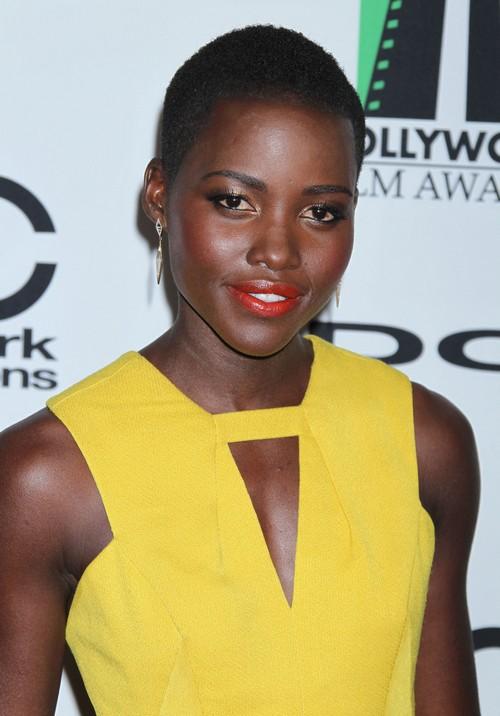 "Julia Roberts Jealous Of Lupita Nyong'o's Frontrunner Oscar Status for ""Twelve Years a Slave"""