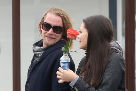 Macaulay Culkin Healed by Love: Appears Healthy in Paris Alongside Mystery Girlfriend! (PHOTOS)