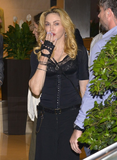 Madonna's Grill As Mouth Bling - Does She Have a Mirror? (PHOTO)