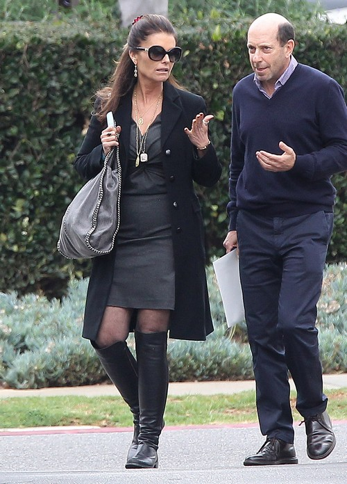 Maria Shriver Spotted With Mystery Man During Lunch In Brentwood - New Boyfriend? (PHOTOS)