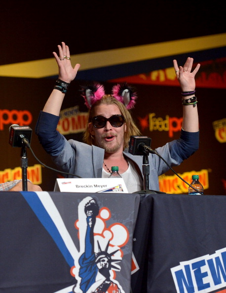 Macaulay Culkin Back On Drugs - Wears Animal Ears at New York Comic-Con (PHOTO)