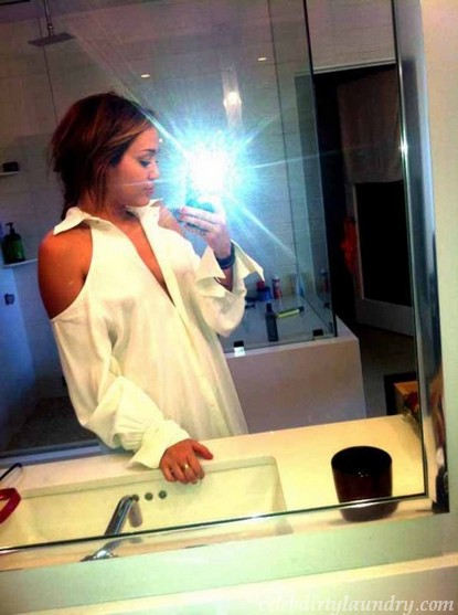 Miley Cyrus Tweets Braless Photo