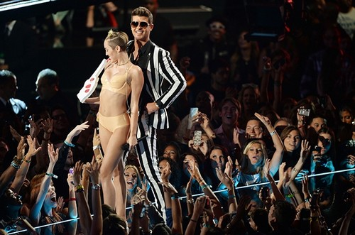 Robin Thicke Trying To Hook Up With Miley Cyrus and Join Her Tour After Paula Patton Split?