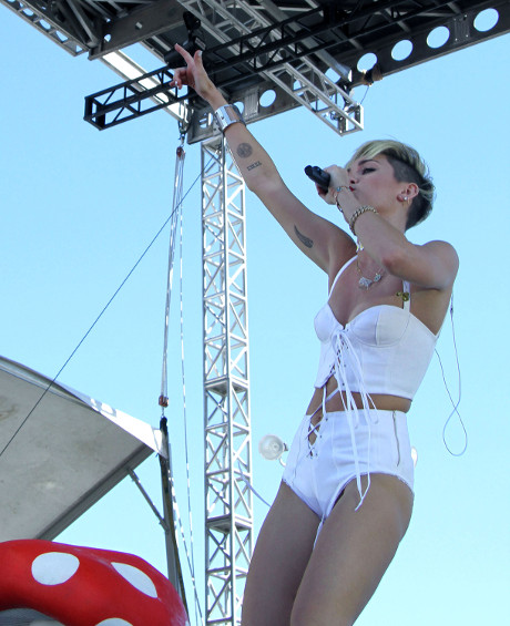 miley_cyrus_iheart_music_festival