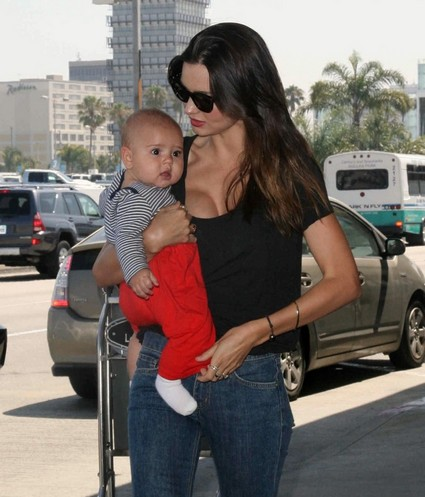 Miranda Kerr and Baby Flynn Spotted At LAX – Both Looking Cute As Ever!