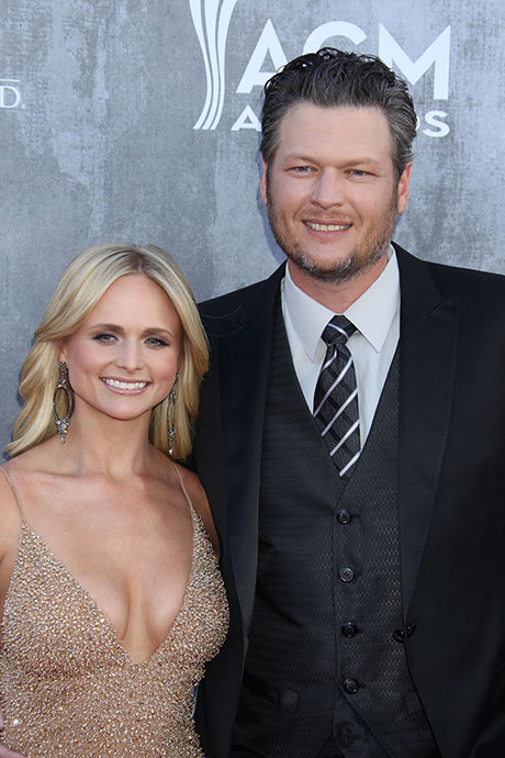 Blake Shelton And Miranda Lambert Amp Up PDA At CMT Music Awards To Fight Divorce Rumors