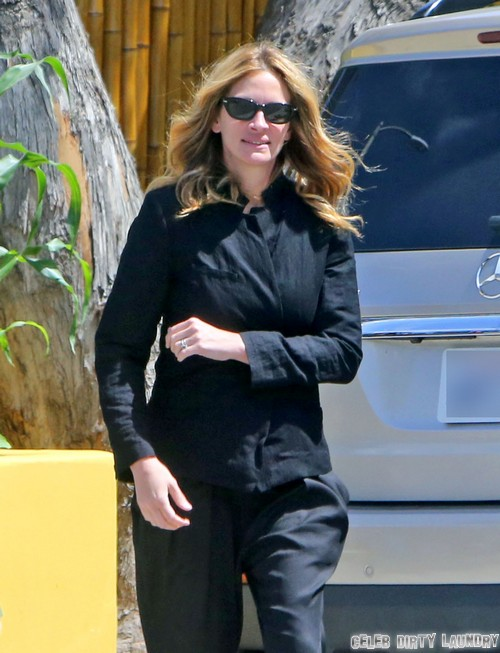 Exclusive... Julia Roberts Chaperones A Field Trip For Her Son