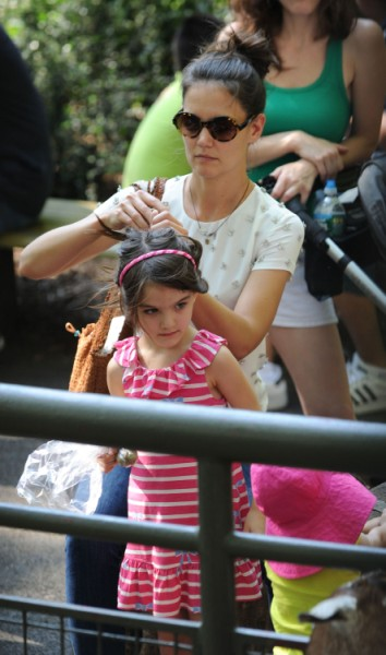 Katie Holmes Stripping Suri Cruise Of Her Clothes And Tom Cruise's Influence  0717