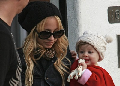 Nicole Richie Paparazzi: She's No Angelina Jolie!