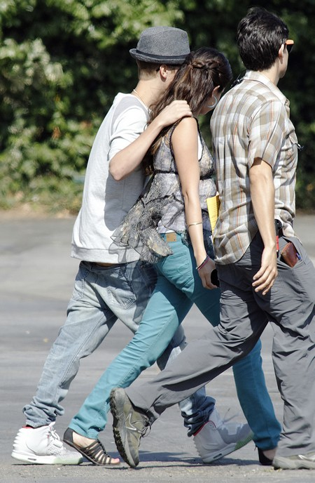 Selena Gomez and Justin Bieber Had NO Restaurant Fight - They Got Take Out and Had a Sleepover!