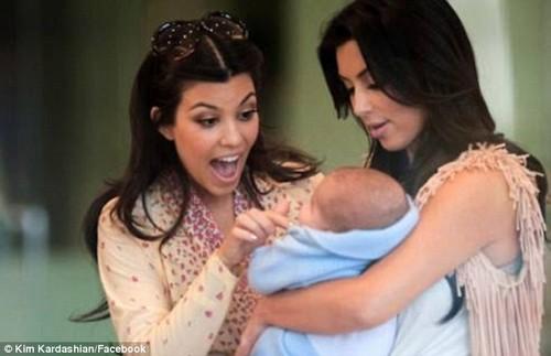 Kim Kardashian Posts Another Fake North West Photo - Kanye West Won't Let Her Show Nori (PHOTO)