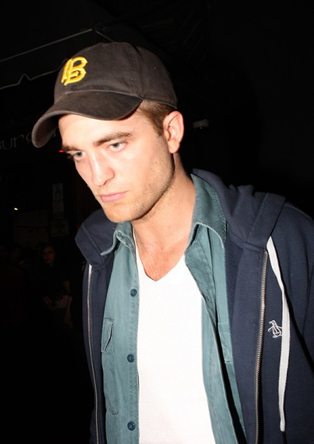 Robert Pattinson Knows Kristen Stewart's A Liar, Seeks Truth From Liberty Ross 0810