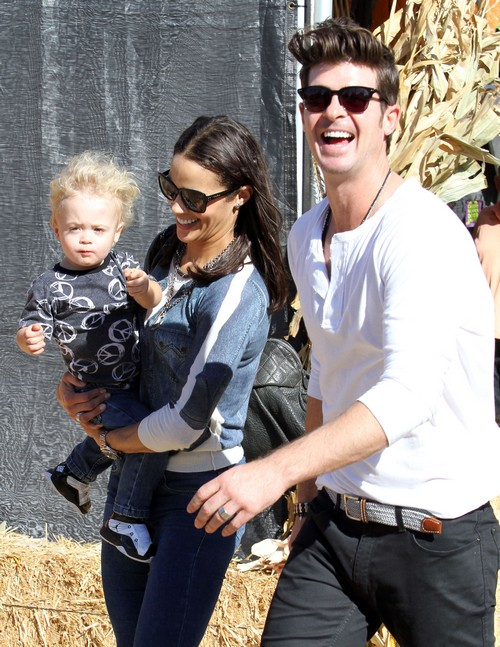 Robin Thicke And Paula Patton Divorce Update: Faking Separation and Marriage Troubles For Publicity? (PHOTOS)