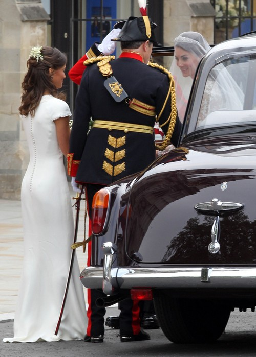 Pippa Middleton Wore a False Bottom Fake Butt During Royal Wedding - Stephane Bern (PHOTOS)