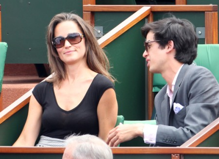Fashion Designer Tells Pippa Middleton To Hide Her Face! 0731