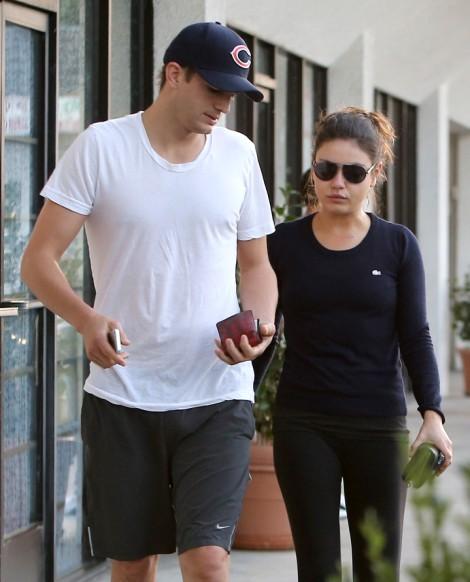 Ashton Kutcher Breaks The News To Demi Moore, Mila Kunis' Pregnant! 1108