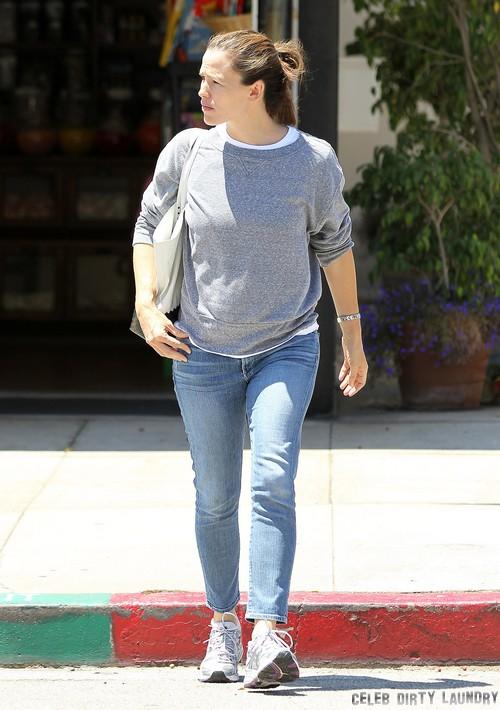 Pregnant Jennifer Garner Shows Off Baby Bump During Zumba Classes (PHOTOS)