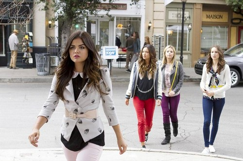 "Pretty Little Liars Season 4 Summer Finale REVIEW ""The Big Reveal"""