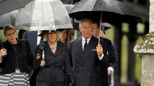 Prince Charles Wants To Wear Queen Elizabeth's Clothing - Admits To Having Cross Dressing Fantasies?