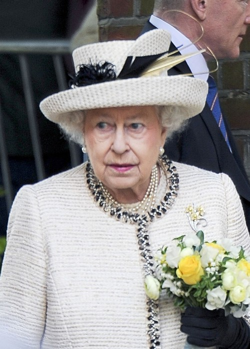 Prince Charles Wants Queen Elizabeth to Abdicate Like King Juan Carlos of Spain