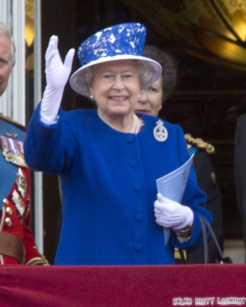 Queen Elizabeth Is Scared Of E-Books And Computer Games