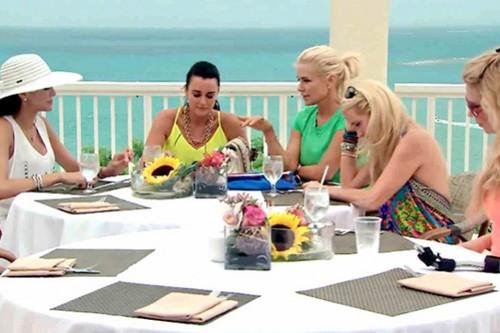 real-housewives-of-beverly-hills-season-4-lisa-vanderpump-escapes-puerto-rico