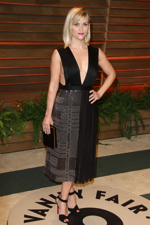 Reese Witherspoon Side Boob Display at Post-Oscar Vanity Fair Party - Outside Her Comfort Zone? (PHOTOS)